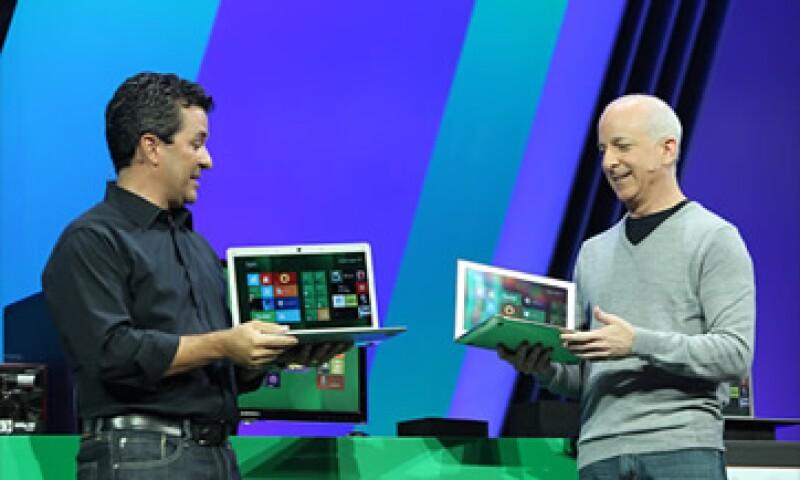 Windows 8 es compatible con las pantallas táctiles con lo que espera ganarse el mercado de las tablets.  (Foto: Cortesía CNNMoney)