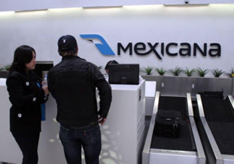 Los sobrecargos mantienen las negociaciones con Mexicana. (Foto: Notimex)