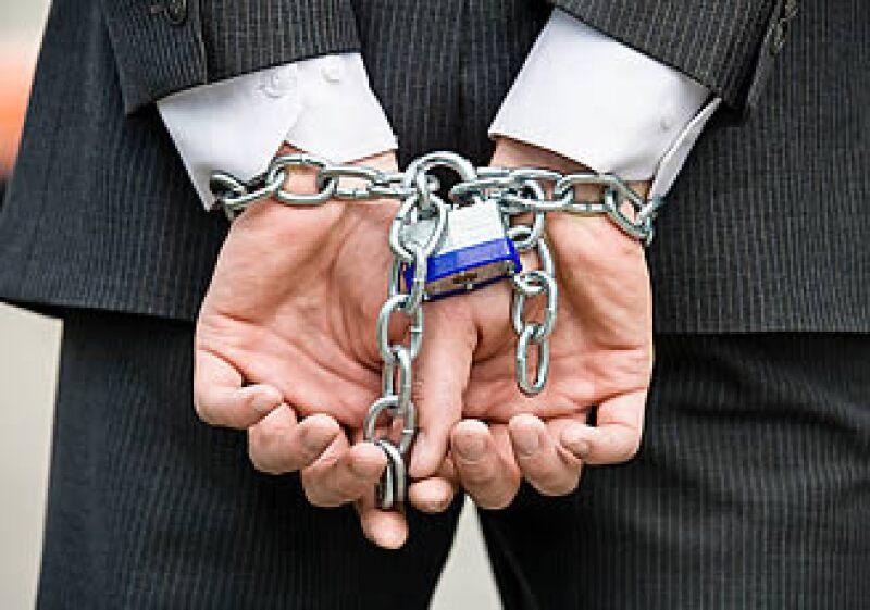 La presión para alcanzar los objetivos de la empresa motivan a los empleados a generar fraudes. (Foto: Jupiter Images)