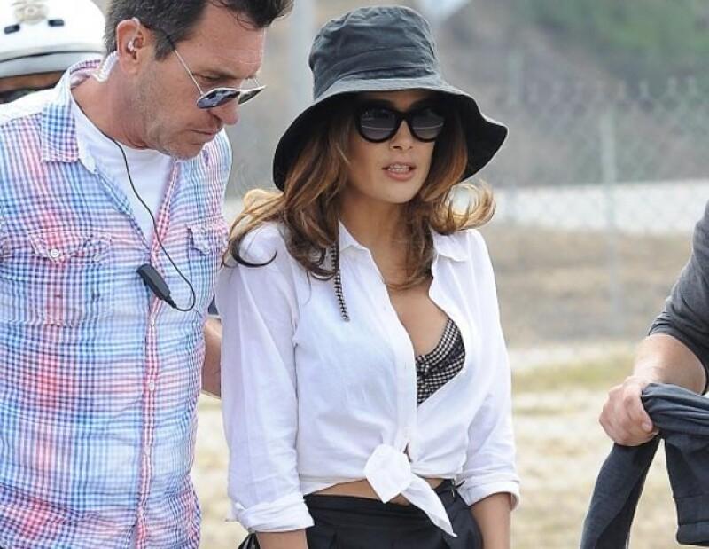 Salma lució un revelador outfit.