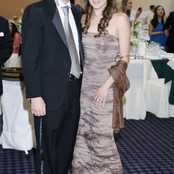 Luis Sierra,Jennifer Solís