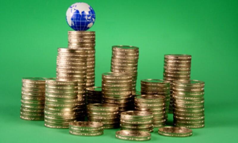 La deuda del consumidor está disminuyendo debido a los accesibles pagos con tasas de interés bajas.  (Foto: Getty Images)
