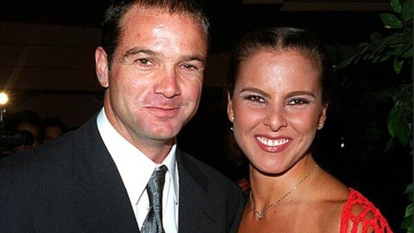 En 2001 se casó por primera vez con Luis García.