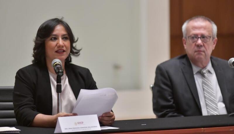 Irma Sandoval y Carlos Urzúa