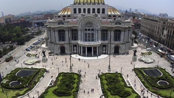 El Palacio de Bellas Artes cumple 80 años, por ello recordamos historias secretas, anécdotas mundanas y momentos de gloria que juntas han dibujado el rostro de este país.