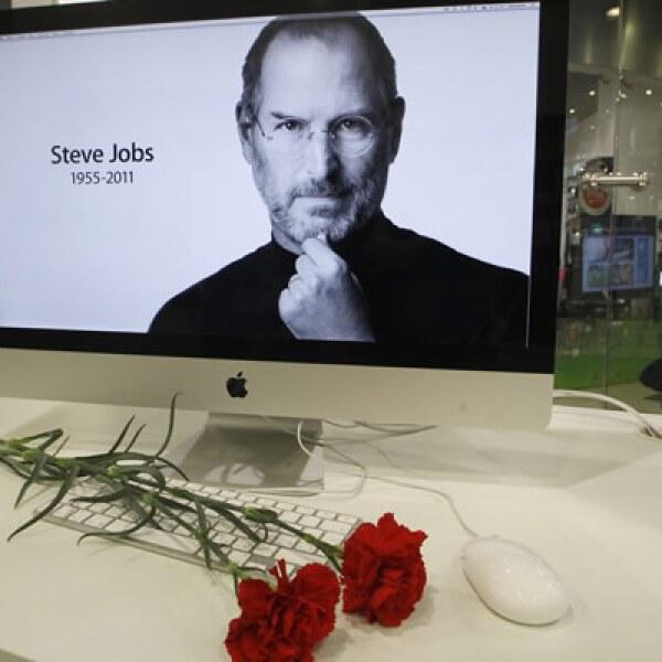 Steve Jobs, fundador de Apple, falleció el 5 de octubre de 2011, víctima del cáncer que lo aquejaba desde 2002.