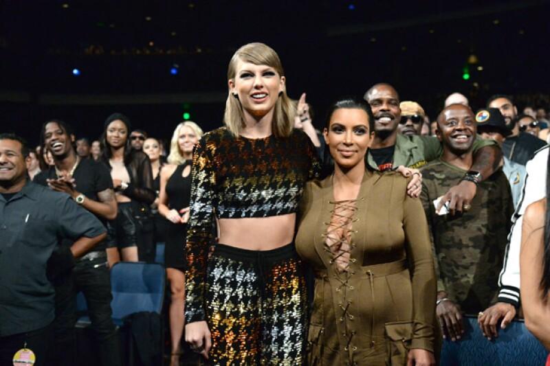 """La esposa de Kanye West publicó un video en Snapchat en el que claramente se escucha cuando el rapero le avisa sobre la letra de su canción """"Famous"""" y ella se lo agradece."""