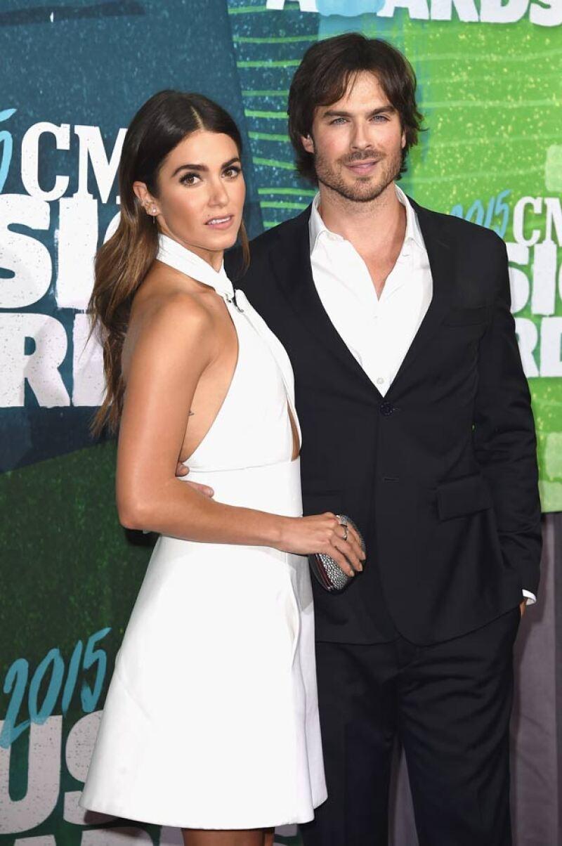 Nikki e Ian se casaron en Santa Mónica, teniendo una íntima boda estilo bohemio.