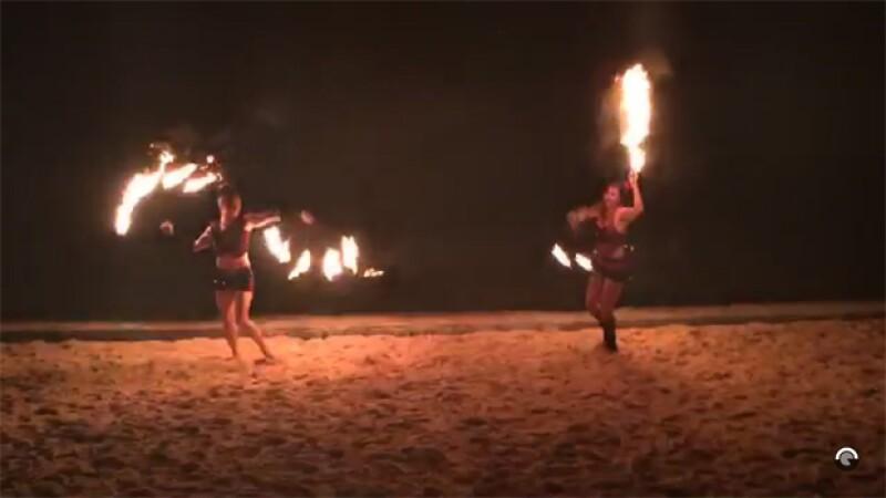 El cantante compartió esta imagen de un show con bailarines que disfrutó en la playa.