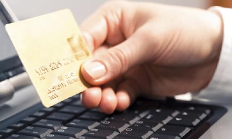 Santander recomendó a los usuarios de tarjetas que, antes de comprar en Internet, revisen si el sitio es seguro. (Foto: Photos to Go)