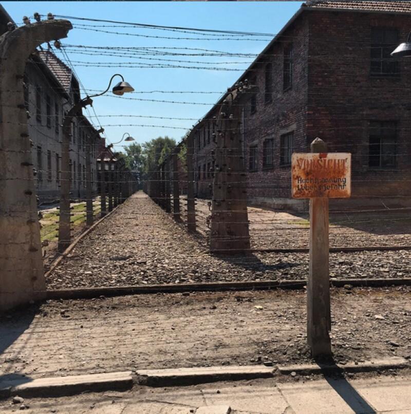 La actriz compartió con sus seguidores esta imagen del campo de concentración nazi de Auschwitz-Birkenau.