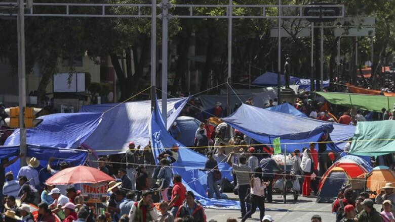 Los manifestantes presionan para que avance un diálogo entre dirigentes de la CNTE y autoridades de Gobernación.