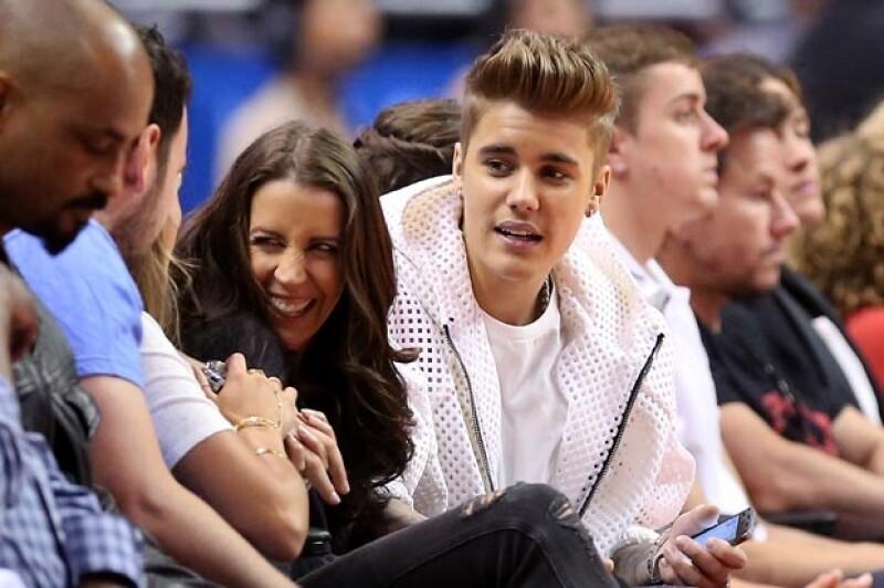 El ídolo juvenil tuvo un mal recibimiento en el partido de Los Clippers en Staples Center de Los Ángeles, pues al ser enfocado por la cámara comenzaron rechiflas y gritos de inconformidad.