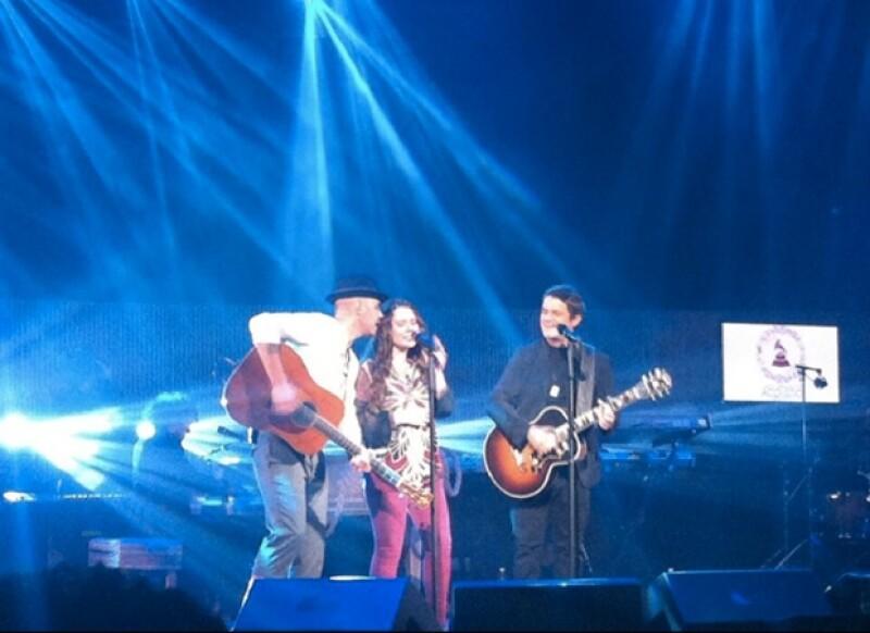 Jessie & Joy y Alejandro Sanz cantaron juntos el tema `Corre´ del dueto.