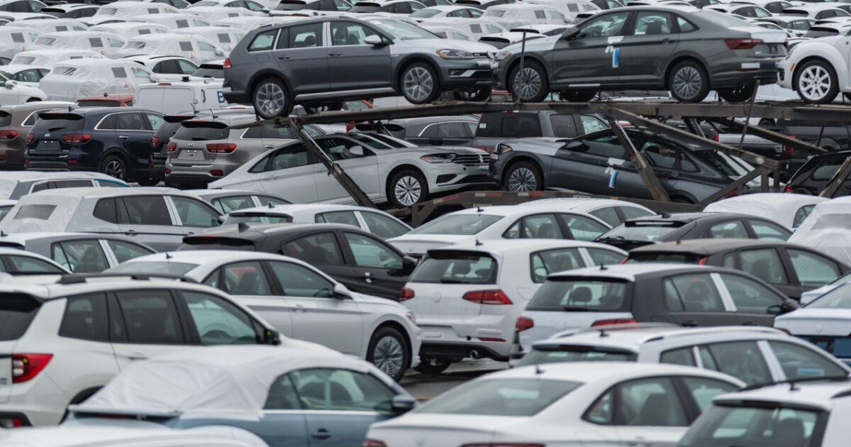 Estados Unidos analiza imponer un arancel de 17% a los autos importados de México