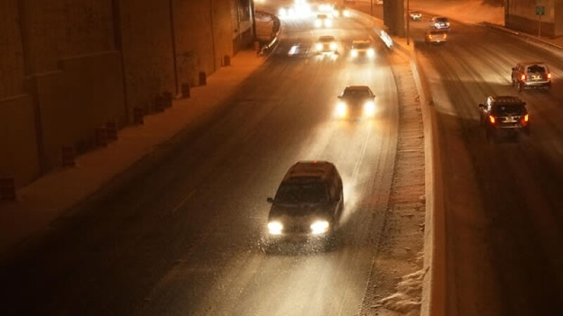Una tormenta de nieve afecta autopistas en EU