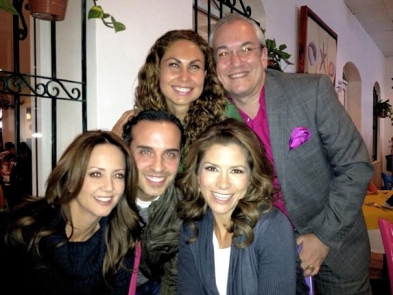 Esta imagen la compartió el 13 de diciembre. Con Andrea Legarreta, Tania Karam, Mario Vanucci y André Quijano.