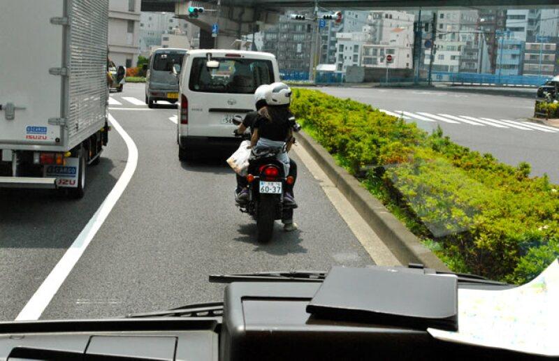 En el sem�foro rojo, los autom�viles no avanzan aunque no vengan otros veh�culos