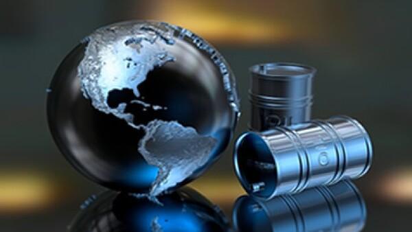 En línea con los precios del petróleo el peso acumula una depreciación de 10.97% ante el dólar.(Foto: Getty Images )