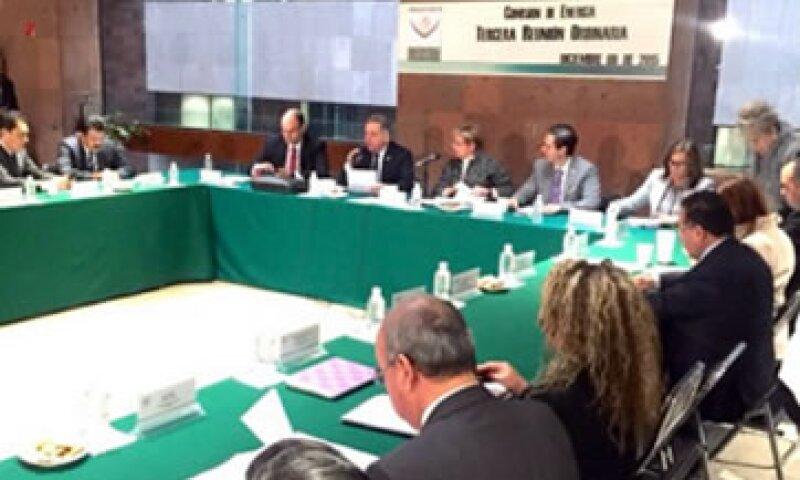 La comisión de legisladores avalaron el dictamen sobre energía, que será pasado al pleno de la cámara baja (Foto: Twitter/@gina_trujillo )