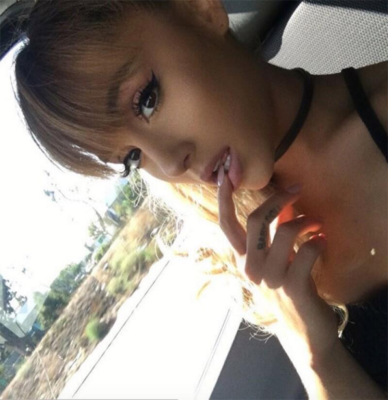 Aseguran que Danna le copió el look a Ariana.