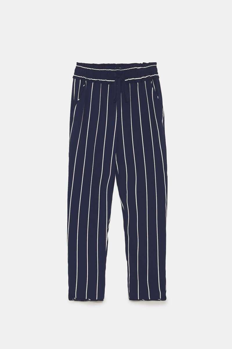 Pantalón azul marino con rayas blancas de Zara