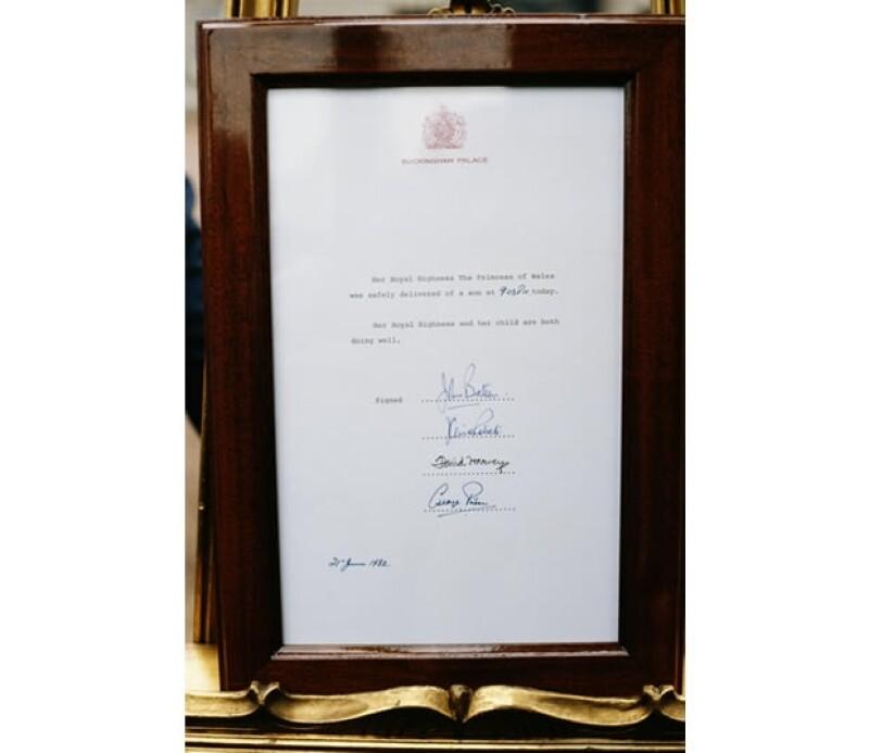 Así se anunció el nacimiento del príncipe Guillermo en el Palacio de Buckingham.