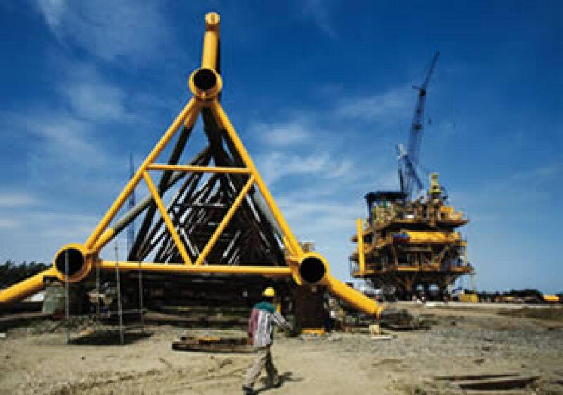 Además de construir plataformas marinas a través de Swecomex (en la foto), Slim opera ya plataformas terrestres a través de Bronco Drilling.  (Foto: Adán Gutiérrez)