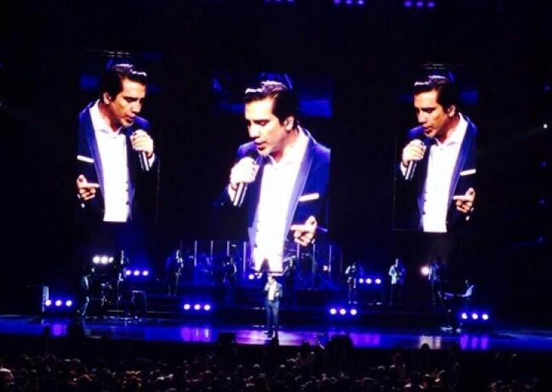 La noche de ayer, el Potrilo iluminó el Auditorio Nacional con su voz en su gira `Confidencias´.