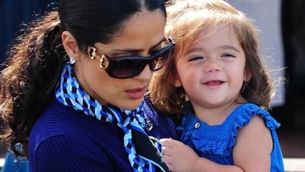 La actriz mexicana aseguró que su hija, de tan sólo dos años, ya domina tres idiomas: español, inglés y francés.