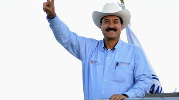 el panista busca arrebatar al PRI de la gubernatura de Chihuahua.