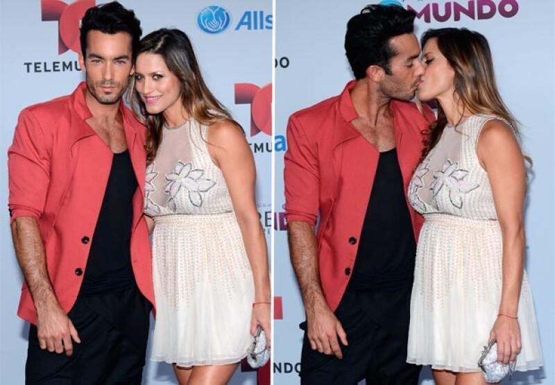 La actriz argentina acompañó a Aarón Díaz a los Premios Tu Mundo 2014 a menos de una semana de haber recibido a su segunda hija, Regina.