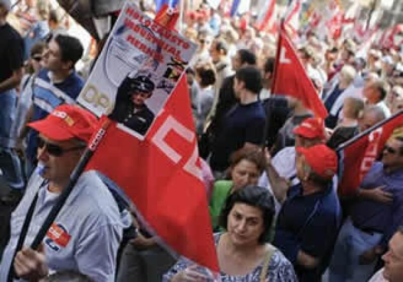 Miles de manifestantes colmaron el sábado el Paseo de la Independencia de la ciudad de Zaragoza. (Foto: AP)