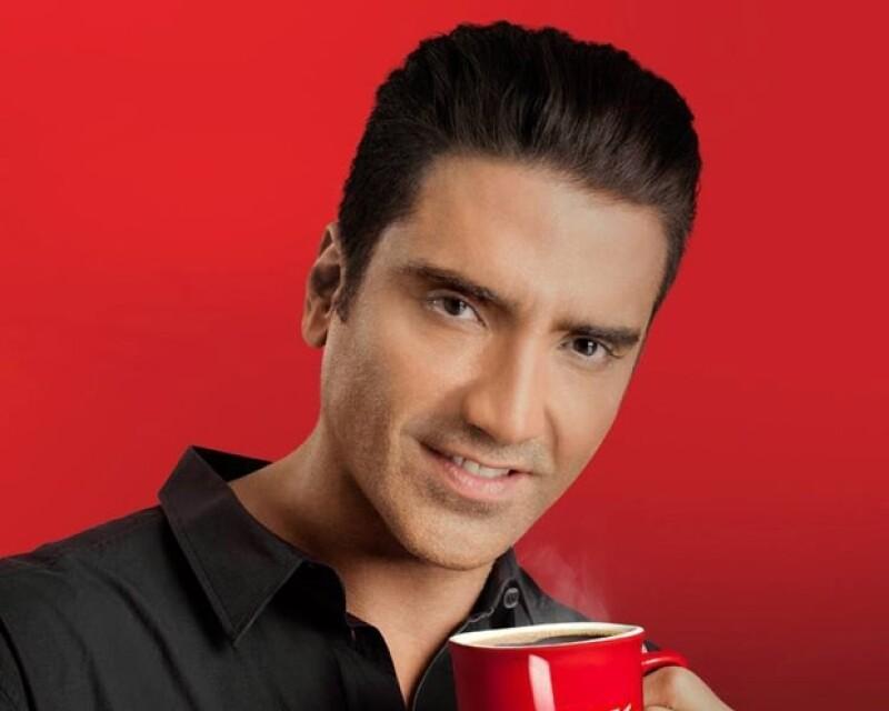 """Esta semana el cantante, mejor conocido como """"El Potrillo"""", ha dado mucho de qué hablar debido a que una publicación mexicana aseguró que se había operado para lucir más joven."""