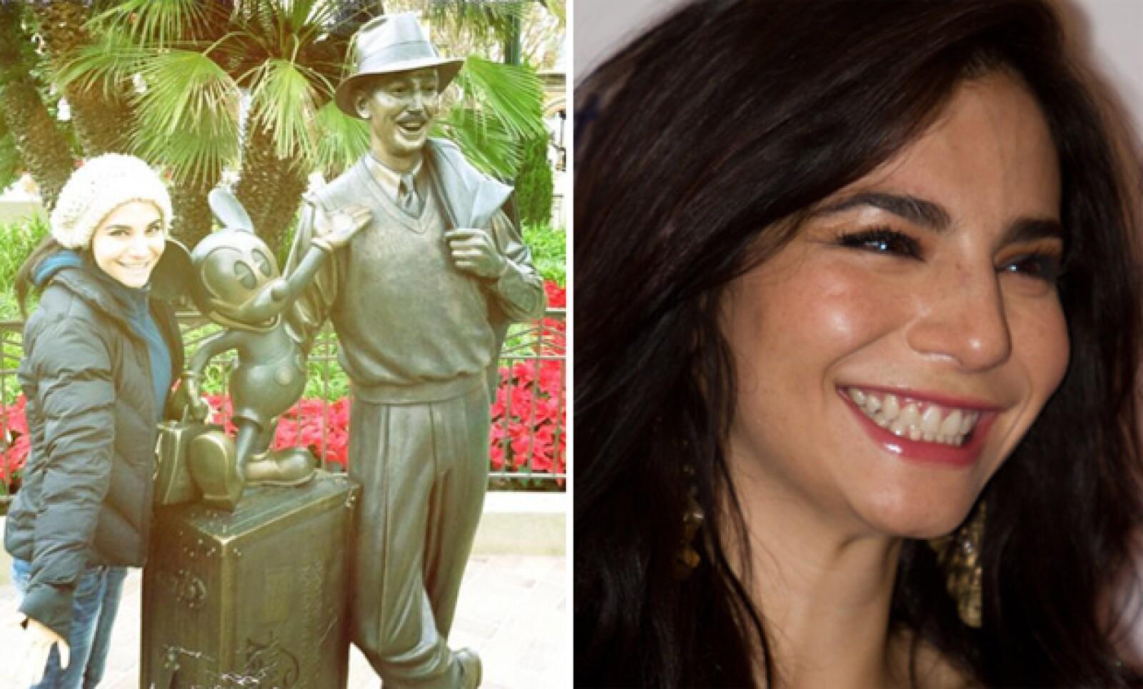 Martha Higareda es super hot y además del cuerpazo, es gracias a su contagiosa sonrisa.