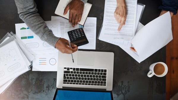 SAT grandes contribuyentes fiscalización recaudación