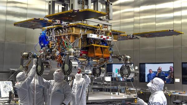 """El equipo de Airbus en Stevenage, prepara el traslado del rover """"Rosalind Franklin"""" Stevenage, a Toulouse el próximo sábado 28 de agosto."""