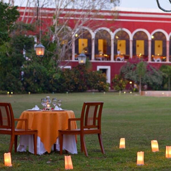 Te sugerimos preguntar por el paquete 'Cena romántica' para dos, que se sirve en un escondite a la luz de las velas y con el canto de las 50 especies de aves que viven en el hotel cómo único sonido.