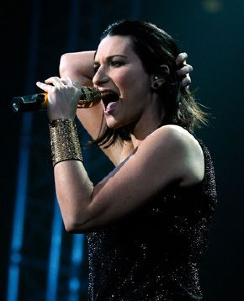 La cantante pidió a sus fans solidaridad con el pueblo italiano y en uno de sus conciertos guardó un minuto de silencio en memoria de las víctimas del terremoto.