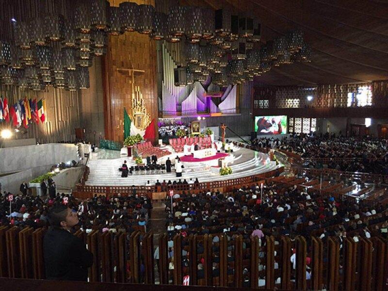 El presidente Peña Nieto y otros políticos se encuentran en el 'recinto de la Guadalupana'; por la mañana el pontífice visitó el Palacio Nacional y la Catedral Metropolitana.