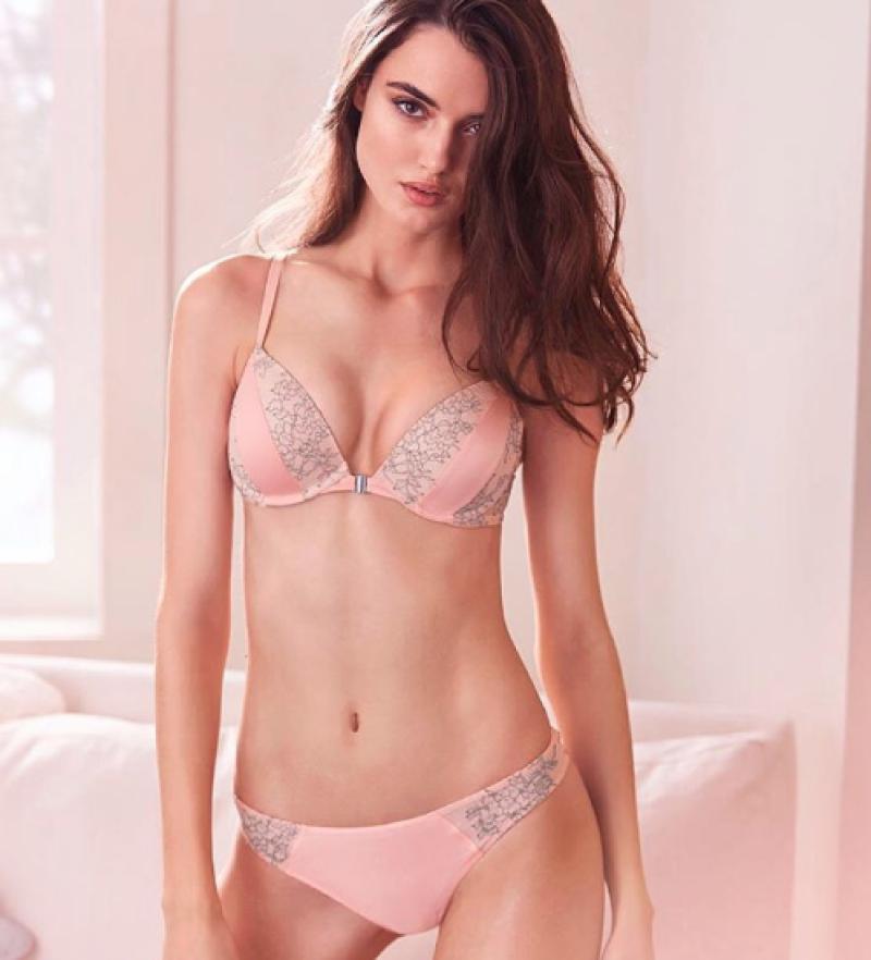 Blanca Padilla, quien ha desfilado para Victoria's Secret, cuenta las historias de drogadicción y trastornos alimenticios entre modelos.
