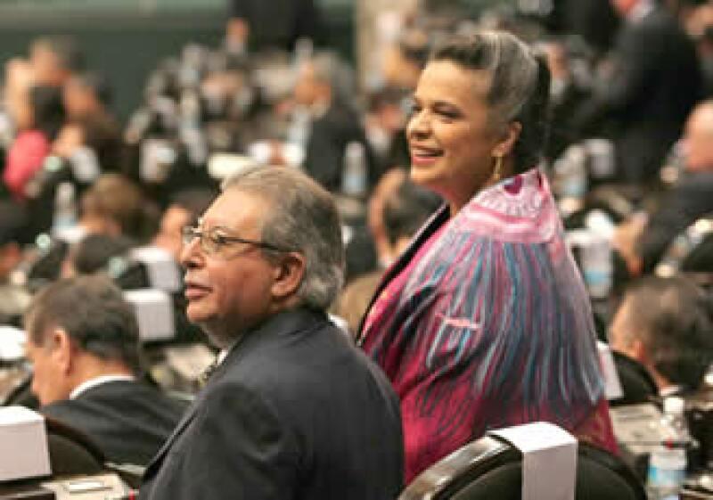 Francisco Rojas, coordinador de la bancada del PRI en la Cámara baja, y Beatriz Paredes serán los principales líderes del tricolor en la nueva Legislatura.  (Foto: NTX)