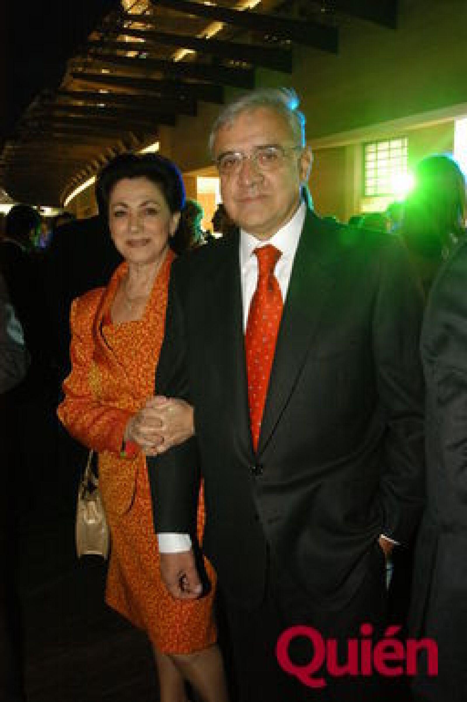 Gabriela Torres, Enrique Torres