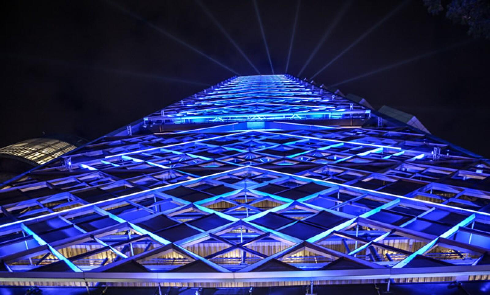 El arquitecto Víctor Legorreta y el Premio Pritzker, el inglés Richad Rogers, son los creadores de esta construcción.