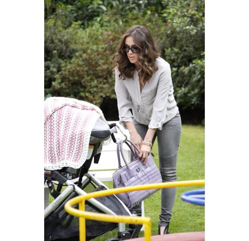 La presentadora pasó una tarde entre amigas en un parque de la ciudad de México en la que el centro de atención fue Mini Jacky y su futura bebé.