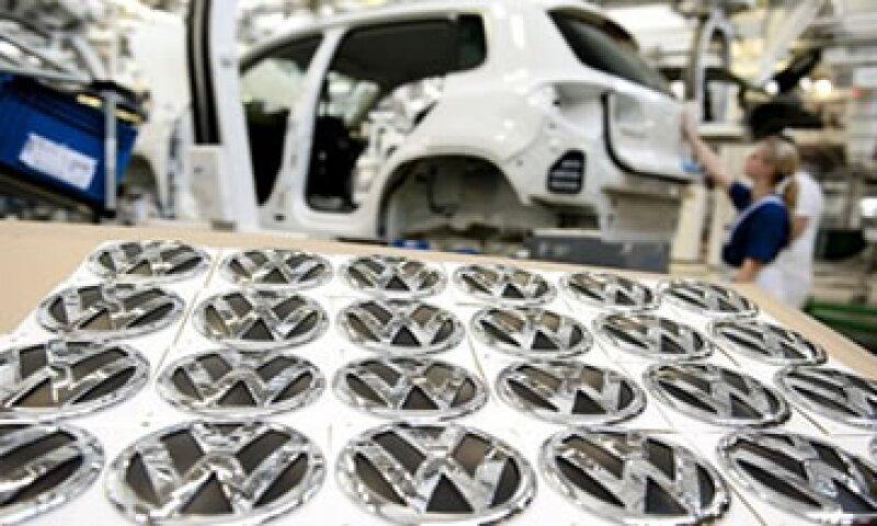 La alemana VW, la principal automotriz de Europa en volumen, tuvo un aumento de 22% en sus ventas. (Foto: Archivo)