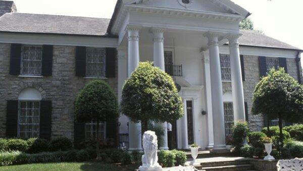 La espectacular mansión fue construida en 1958 y mide 5.367 metros cuadrados y está ubicada en Los Ángeles.