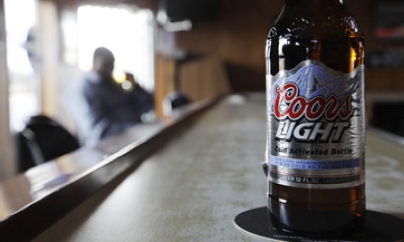 Compañías cerveceras esperan que la autoridad antimonopolio de México apoye su queja contra los contratos de exclusividad. (Foto: AP)