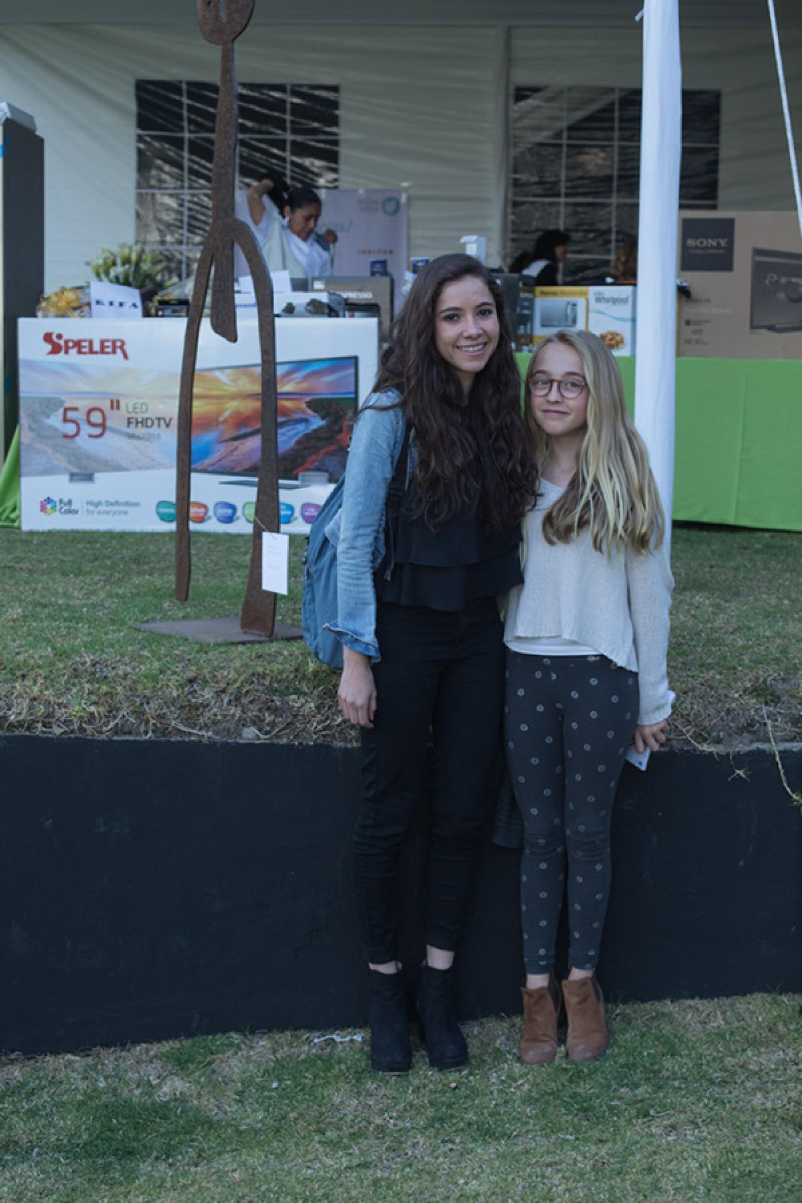 Syra Prado y Fernanda Cobian