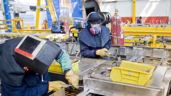 Las compa�ia participa con el gobierno local en el programa B�cate para formar soldadores, compradores y dise�adores de cat�a